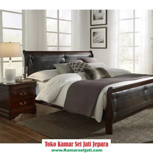 Tempat Tidur Alivia Kayu Modern