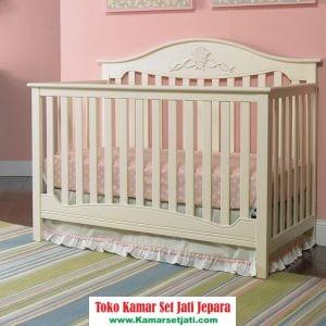 tempat tidur bayi model klasik